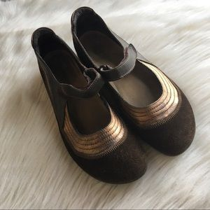 Naot Mary Jane flat shoes 38 brown bronze